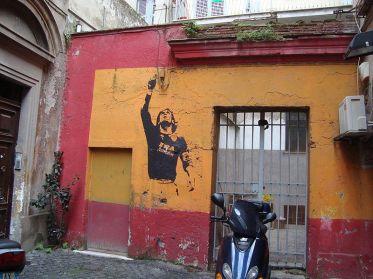 800px-Mur_Totti_dans_Monti_à_Rome (1)