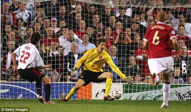 26EE404600000578-3008139-Kaka_scores_a_solo_goal_for_AC_Milan_against_Manchester_United_i-m-39_1427150425206